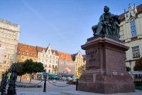 pomnik Fredry we Wrocławiu